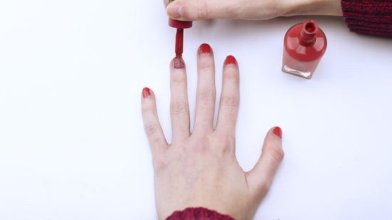 550px-nowatermark-Dry-Nail-Polish-Quickly-Step-1-Version-6